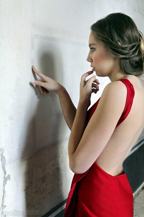 zurh vestido rojo museo seda valencia dualidades